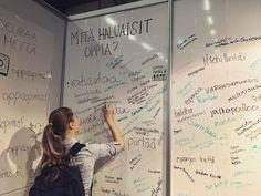 Itsehillintää? Ranskaa? Sambaa? Hoitotyötä? Mitä sinä haluaisit oppia? Tule kirjoittamaan unelmasi seinälle. Ständimme on 6g98. Tervetuloa! #educa2017 #oppisopimus #learning #lifelonglearning