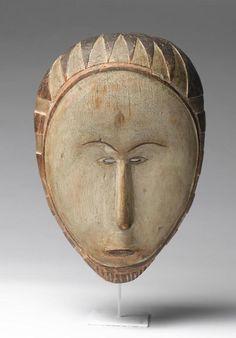"""Masque Fang de l'ancienne collection Derain. Ce masque, dont la valeur a pourtant été remise en question par Rubin, serait à l'origine de l'engouement pour """"l'Art Nègre"""" des artistes cubistes."""