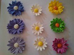 sugar toppers: Gumpaste daisy