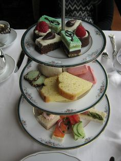 afternoon tea in the champlain restaurant of fairmont chateau frontenac (quebec city)
