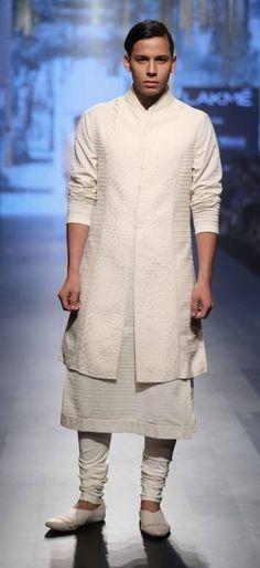 Tarun Tahiliani - Lakme Fashion Week - Day 4 - Look Lakme Fashion Week Website Lakme Fashion Week 2017, India Fashion Week, Indian Fashion Trends, Indian Fashion Designers, Indian Wedding Wear, Indian Clothes Online, Urban Fashion, Men's Fashion, Fashion Online