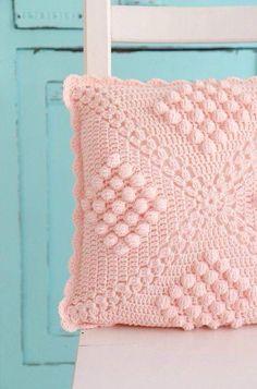Crochet Pillow Patterns Part 12 - Beautiful Crochet Patterns and Knitting Patterns Crochet Pillow Cases, Crochet Cushion Cover, Crochet Pillow Pattern, Crochet Cushions, Crochet Motif, Pin Cushions, Plaid Au Crochet, Bobble Stitch Crochet, Crochet Home