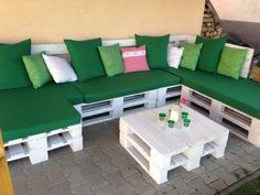 I am very proud to myself because I did it alone -painted palets, sewn pillows and mattresses Pallet Furniture Chairs, Pallet Sofa, Diy Outdoor Furniture, Recycled Furniture, Furniture Projects, Home Furniture, Diy Home Crafts, Diy Home Decor, Pallet House