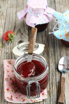 Confettura di fragole con vaniglia e zenzero