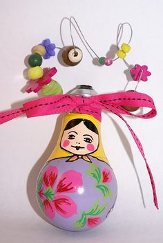 light bulb. What a great idea for Christmas tree decoration!