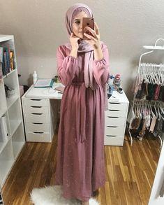 tugbakar Abaya Fashion, Muslim Fashion, Fashion Outfits, Casual Hijab Outfit, Hijab Chic, Hijab Evening Dress, Hijab Style Dress, Modele Hijab, Mode Abaya