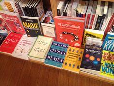 Het nieuwe boek 'Omgaan met gevoelsmensen' van Sjaak Overbeeke ligt mooi in de schappen van boekhandel Los in Bussum. #omgaanmetgevoelsmensen #sjaakoverbeeke #boekhandellos #futurouitgevers