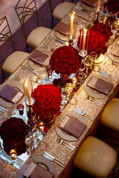 Bryllupsdag look: Gamle Hollywood glam - brudekjoler - denmark Wedding Reception Ideas, Long Table Wedding, Wedding Table Settings, Wedding Day, Wedding Receptions, Red Table Settings, Wedding Dinner, Wedding Anniversary, Romantic Table Setting