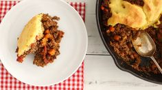 Cook along with Sarah Carey and create this easy one-pan Cornbread and Chili Pie…