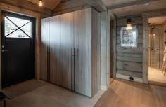 Kvitfjell Varden - Innholdsrik hytte med elegant finish som kun LHM leverer. | FINN.no Divider, Real Estate, Room, Furniture, Home Decor, Bedroom, Decoration Home, Room Decor, Real Estates