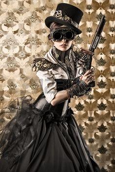 Thief, spy or just trendy? However, it's a perfect outfit for a masquerade - Ladra, spia o solo alla moda? Comunque, è perfetto per una mascherata