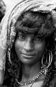 Africa   Wodaabe woman.  Cure Salle & Gerewol 2002.  Niger   ©Roland Vriesema