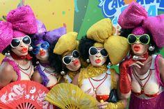 Blocos de Carnaval,Vai encarar? Então vai com tudo! Compre ou improvise uma bela fantasia, ou vá vestido(a) só de alegria, e se perca na multidão!