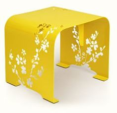 Intense yellow of the table will liven up your interior. Cherry-blossom ornament looks perfect against monochrome background. Oval edges make open-work pattern even more visible. We recommend it in combination with Orient mirror.