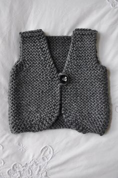 baby knitted vest pattern – Knitting Tips Knit Vest Pattern, Sweater Knitting Patterns, Knit Patterns, Baby Cardigan, Knitting For Kids, Easy Knitting, Baby Sweaters, Baby Patterns, Knit Crochet