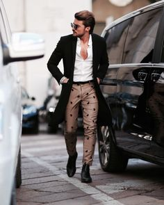 Heading to Ferragamo show right few minutes ago . some Italian style today. Pic by the super fast Mens Fashion Blog, Fashion Design, Men's Fashion, Business Casual Men, Poses For Men, Gentleman Style, Mens Clothing Styles, Colorful Fashion, Ideias Fashion