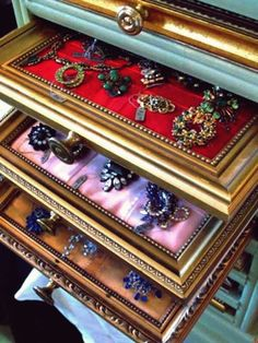 DIY Jewelry Drawer this would be awesome display for craft show! Jewelry Drawer, Jewellery Storage, Jewelry Organization, Jewelry Holder, Jewelry Box, Jewelry Chest, Vintage Jewelry, Jewelry Crafts, Jewlery Organizer Ideas