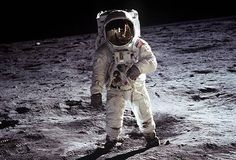 In one of the most famous photographs of the Century, Apollo 11 astronaut Buzz Aldrin walks on the surface of the moon near the leg of the lunar module Eagle. Apollo 11 Commander Neil Armstrong took this photograph with a lunar surface camera Neil Armstrong, Mission Apollo 11, Mars Mission, 3d Foto, Nasa Photos, Nasa Images, Moon Images, Interstellar, Apollo 11