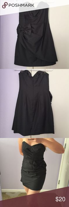 Forever 21 Grey Strapless Bow Dress NWT. Cute grey strapless dress with sweetheart neckline & bow detail. Comes with removal straps. Sorry, no trades or Paypal transactions. Forever 21 Dresses Strapless