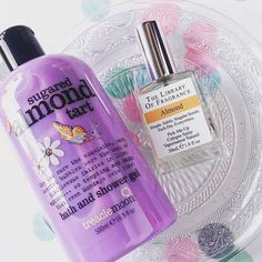 These two babies are both part of an amazing prize I'm giving away on my blog! Click the link in my bio and find the Bath & Body post from last week for full instructions! Basically follow my twitter instagram and blog! (don't forget to Leave me a comment on the blog post so I can count your entry as valid!)