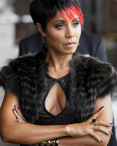 Jada Pinkett Smith Fish Mooney Gotham High Disco Makeup Look Gotham High, Gotham Girls, Jada Pinkett Smith, Disco Makeup, Fish Mooney, Gotham Tv Series, Mafia Crime, Photos Of Fish, Sci Fi Comics