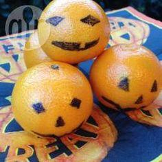 Mandarinen als Kürbislaterne verziert, halloween snack, gesund, Kinder @ de.allrecipes.com
