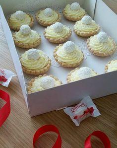 raffaello schelpen Tea Recipes, Sweet Recipes, Baking Recipes, Cake Recipes, Dessert Recipes, Mini Cakes, Cupcake Cakes, Cupcake Brownies, Birthday Pies