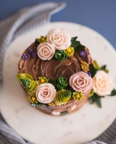 natural buttercream flowercake 에스프레소케이크&캐러멜버터크림 . Lewis flower cake…