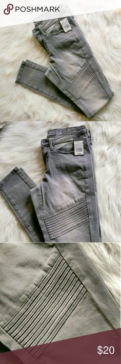 🆕Mossimo Mid-Rise Moto Jeans Gray Mossimo Supply Co. skinny moto jeans. Perfect for the upcoming Fall season! Pair these with some black boots or flats! These are 00/24 waist. This style runs a hair larger than normal. I would recommend for a 25 waist!  This brand is soon to be discontinued so scoop these up while you can! Mossimo Supply Co Jeans Skinny