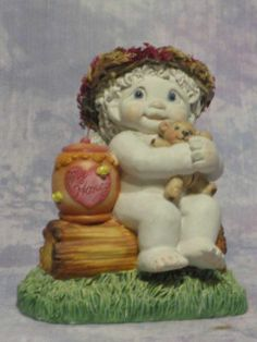 Dreamsicles Figurine ANGEL WITH TOY BEAR AND HONEY POT Kristin 2001