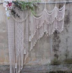 boho wedding cakes P - weddingcakes Rustic Wedding Backdrops, Wedding Ceremony Backdrop, Boho Wedding Decorations, Macrame Art, Macrame Design, Macrame Projects, Eclectic Wedding, Large Macrame Wall Hanging, Garlands
