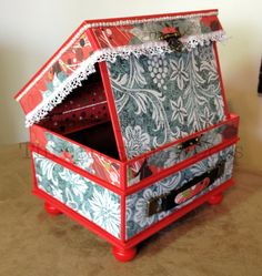 Christmas Easel Frame with mini album by ThreeInsistentDogs