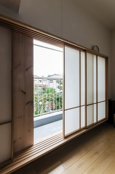 Japanese Sliding Doors, Japanese Door, Japanese House, Interior Exterior, Interior Architecture, Modern Japanese Interior, Shoji Doors, Door Design, House Design