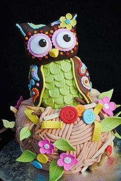 Unbelievable cute #Owl #Cake with gorgeous and pretty detailing & colors! We love and had to share! Great #CakeDecorating!                                                                                                                                                                                 Plus