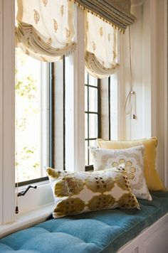 Love the drape on these blinds.