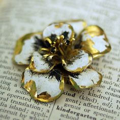 Vintage White and Gold Flower Brooch Very by TrashTreasuryVintage, $9.50