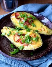 Awokado zapiekane z jajkiem i szynką długo dojrzewającą Zucchini, Vegetables, Food, Essen, Vegetable Recipes, Meals, Yemek, Veggies, Eten