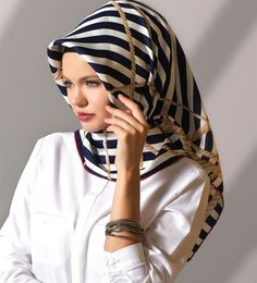 Hijab Fashion, Fashion Clothes, Fashion Outfits, Headscarves, Hijabs, Clothes Women, Muslim Women, Scarf Styles, Scarfs