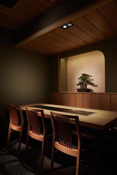 くずし鉄板 あばぐら GEMS 神田 | Design Label Japanese Restaurant Interior, Japanese Interior, Restaurant Interior Design, Japanese Shop, Japanese Style House, Restaurant Lighting, Restaurant Bar, Korean Bar, Asian Restaurants