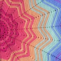 Rainbow Star Blanket www.patternpiper.com #crochet #crochetrainbow #rainbow…