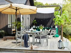 A stylish and spacious outdoor space - IKEA Furniture Sets, Outdoor Furniture, Outdoor Decor, Exterior Gris, Parasols, Grey Stain, Grey Wood, Outdoor Life, Chair Cushions