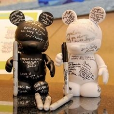 This couple used black and white Vinylmation Mickey Mouse figures in lieu of a guest book. Cute idea for a Disney wedding. Space Wedding, Dream Wedding, Wedding Day, Wedding Gifts, Luxury Wedding, Summer Wedding, Wedding Reception, 1920s Wedding, Hawaii Wedding