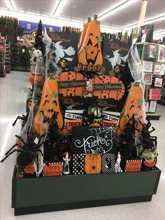 Halloween Trees, Diy Halloween Decorations, Halloween Stuff, Vintage Halloween, Fall Halloween, Halloween Crafts, Happy Halloween, Porch Decorating, Decorating Ideas