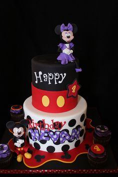Tortas Minnie y Mickey Mouse Fancy Cakes, Cute Cakes, Mini Cakes, Yummy Cakes, Cupcake Cakes, Mickey And Minnie Cake, Mickey Cakes, Minnie Mouse Cake, Take The Cake