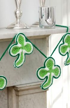 Lucky shamrock, found on :http://www.redheart.com/files/patterns/pdf/LW4070.pdf