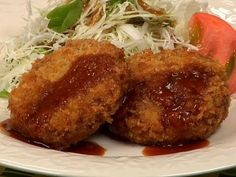 Let's grind sliced meat to make Menchi-katsu, deep-fried breaded ground meat. Fresh and crispy Menchi-katsu with homemade ground meat is absolutely delicious. Katsu Recipes, Ground Meat Recipes, Western Food, Asian Recipes, Ethnic Recipes, Food Videos, Cooking Videos, My Favorite Food, Food Inspiration