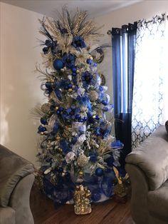 Blue Christmas Tree Decorations, Elegant Christmas Trees, Champagne Christmas Tree, Gold Christmas Tree, Christmas Tree Inspiration, Winter Wonderland Christmas, Ideas Navideñas, Wreaths, Holidays