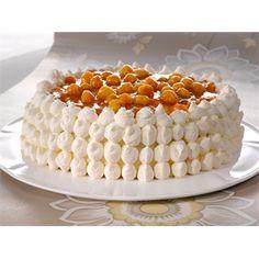 Lakkakakku (cloudberry cake) makes me remember my birthday in Saariselkä Great Desserts, Delicious Desserts, Dessert Recipes, Yummy Food, Finland Food, Finnish Cuisine, Yummy Treats, Sweet Treats, Finnish Recipes