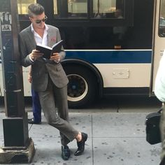Instagram-Account-Shares-Hot-Dudes-Reading-Books Guys Read, Nyc Subway, Man Images, Men Street, Man Crush, Pocket Square, Stylish Men, Boys Who, Book Worms