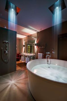 There's nothing better than a hot bath to start the week with a big smile!  #palazzovictoria #suite #luxuryworldtraveler #igersverona